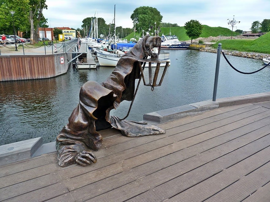 worlds-most-creative-statues-25