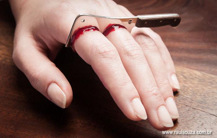 Cut Fingers Ring